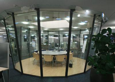 Besprechungsinsel im Grossraumbüro